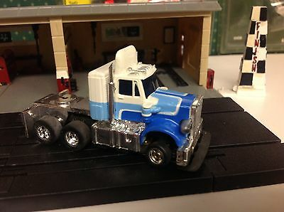 Aurora Afx White/blues Peterbuilt Semi Truck  W/speed-Steer Slotless Chassis