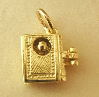 GENUINE SOLID 9K  9ct YELLOW GOLD 3D BOOKWORM BOOK WORM CHARM/PENDANT RRP $199