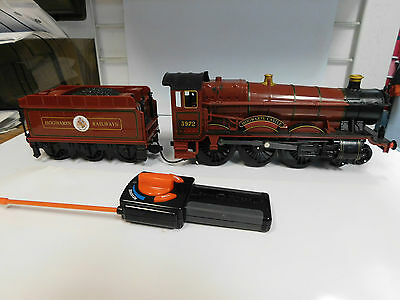 Lionel G Hogwarts Castle #5972 Locomotive and Tender Battery Operated and Tested