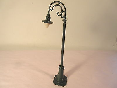 Lionel 61 Lamp Post Large Shade Rest'D Standard Gauge #x1715