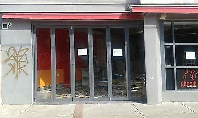 By fold door used but in a very good condition, 3650 W, 2450 H, 60 W each pannel