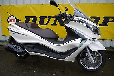 Piaggio X10 350 Executive Scooter 2013 ABS White Excellent Condition