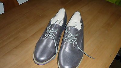 Ladies Leather  Flat Shoes .Size 8 New