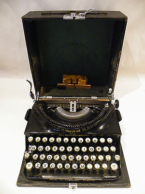 Imperial Good Companion Typewriter in great condition with box and accessories.