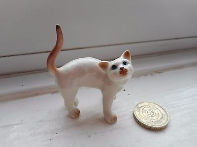 Cat - Beautiful Miniature Porcelain Cream And Fawn/brown Stretching Up Cat
