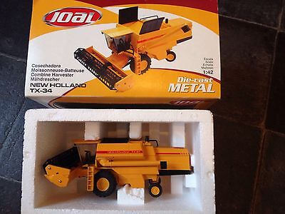 Die Cast New Holland combine Harvester Brand New In Box 1:42 Scale