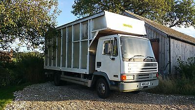Reliable 3 horse horsebox with living