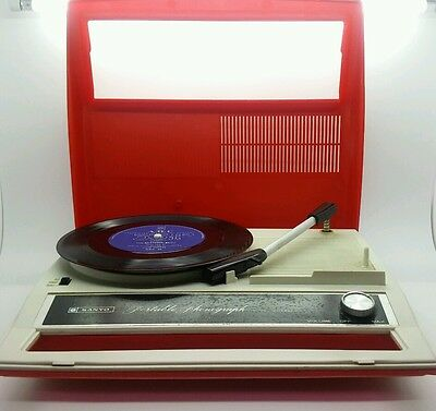 Vintage SANYO Portable Phonograph G-1522 in red colour