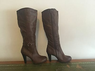 Ladies knee high Boots size 5