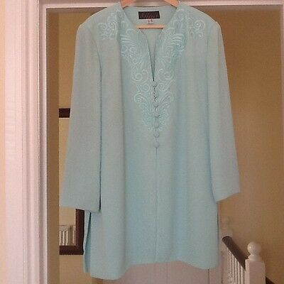 Ladies mint green two piece by Gina Bacconi size 18