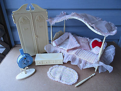 Vtg 1960 Barbie Suzy Goose Doll Furniture*Closet *Chest *Canopy Bed *Accessories