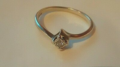 9 carat white gold illusion twisted engagement ring size N