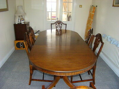 Mahogany extending dining room table, 4 chairs and 2 carvers