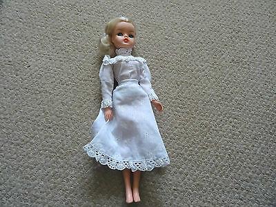 Vintage Sindy Doll In Lacy Skirt + Top,  Lovely Condition,
