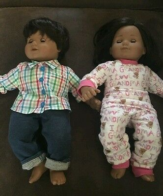 2 American Girl Pleasant Co Bitty Baby Twins Brown Hair Eyes Boy/Girl, 4 Outfits