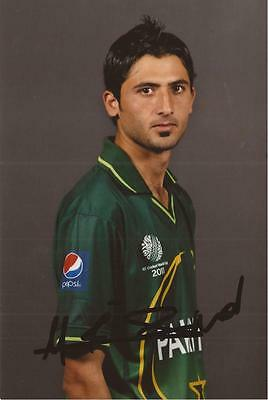 PAKISTAN: JUNAID KHAN SIGNED 6x4 PORTRAIT PHOTO+COA