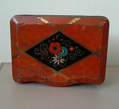 Vintage tin nice size and shape pretty