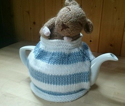 Handknitted mouse tea cosy