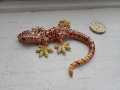 Gecko - Pottery/ceramic-  Collectable  Miniature Gecko Lizard- Cream/ Fawn/red