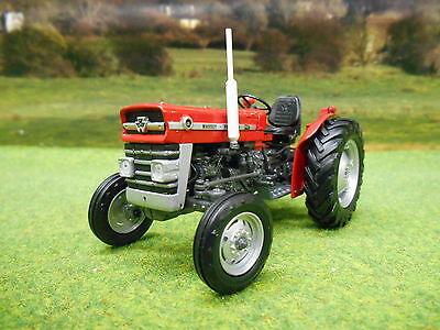 Universal Hobbies Massey Ferguson 135 1/32 2785 Boxed & New