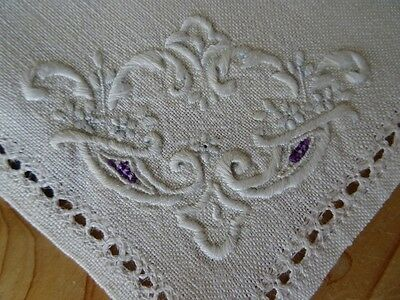 Antique / Vintage UNUSED Irish Linen Hand Embroidered Tablecloth 102cm & Napkins