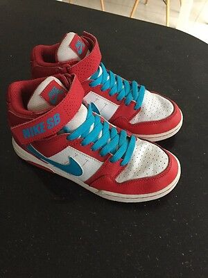 Boys Nike Boots Trainers Size 2