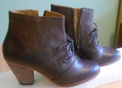 Beautiful Ladies Leather Boots Size 4 Uk Brand New!