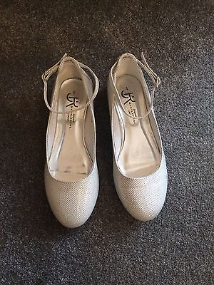 Girls Silver/white Sparkle Flat Shoes With Ankle Strap - Size 4 - Exc Condition