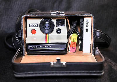 Polaroid Land Camera 1000 with original case & Impossible project film - 1970's