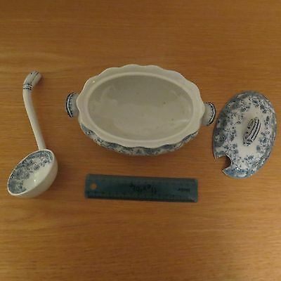 Furnivals Lisbon pattern tureen blue and white comp[lete with ladle