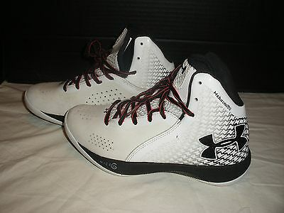 Under Armour Clutch Fit Basketball Shoe Size 6.5 EUCR 37.5