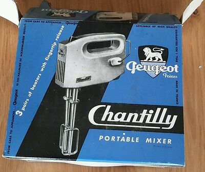 Vintage  Chantilly portable mixer/whisk  Peugeot brand  with 3 beaters
