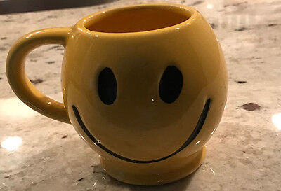 HAPPY FACE / SMILEY FACE Yellow MUG Vintage Set of 4