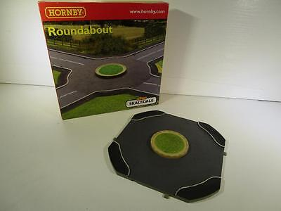 HORNBY Skaledale R8657 Roundabout OO Gauge - New & Boxed
