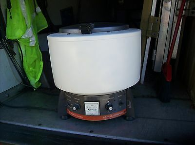 IEC HN-SII Benchtop Centrifuge HNS II with two rotors - See Description