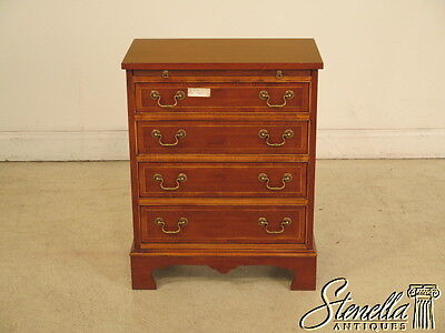 40046E: English Yew Wood Occasional Chest w. Pull Out Slide
