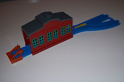 TOMY Thomas Train (Blue Track) ENGINE SHED, BUFFER & SWITCH TRACK LOT