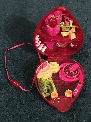 Polly Pocket 2000 Compact Strawberry Surprise. No figures