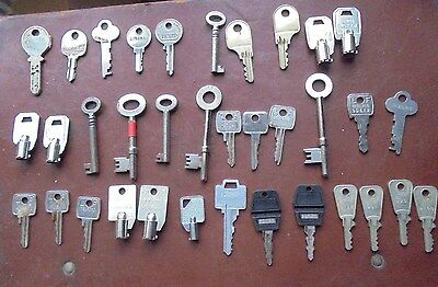 COLLECTION OF  KEYS    35 items