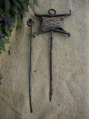 Vintage Brades Metal Garden Line and Pin  (1022)