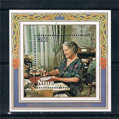 Niue 1985 Life & Times Queen Mother MS590 MNH