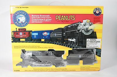Lionel Peanuts Snoopy Railroad Train Set G-Gauge Battery operated NIB 7-11489