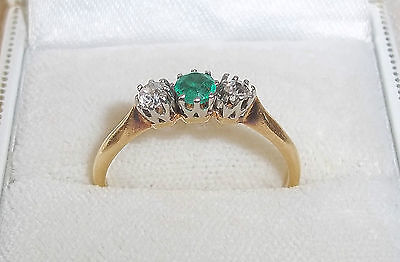18ct Gold Diamond and Emerald Ring – 2.56 grams – Size R