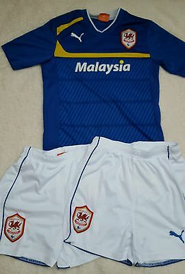 Cardiff City Football Club Top And 2 Pairs Of Shorts Size Uk 26 9 - 10 Years