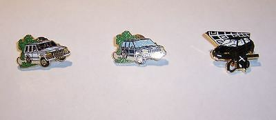 Lot de 3 Pins Arthus Bertrand ( 2Jeep & 1Renault)