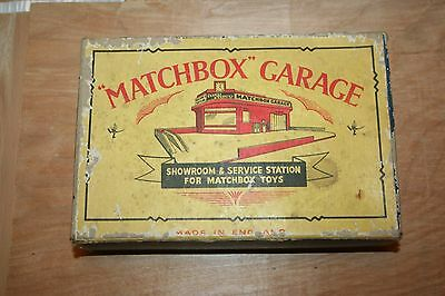 Matchbox Showroom & Service Station with Accessory Pack No.1
