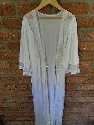 Vintage womens nightgown / Robe