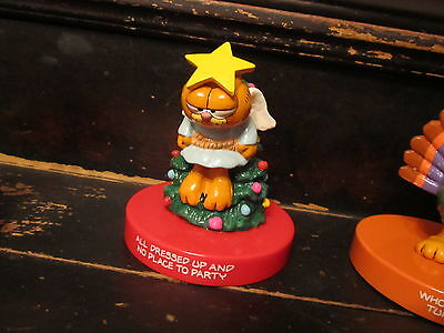 """1981 Garfield """"All Dressed Up and No Place to Party"""" figurine Enesco Christmas"""
