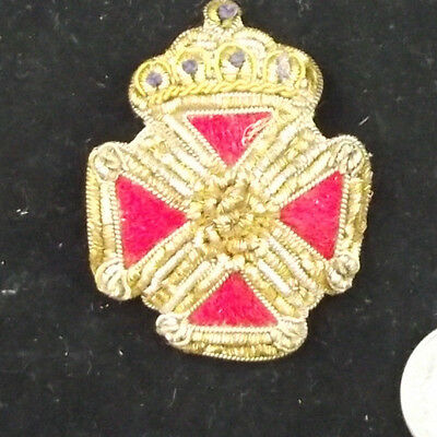 Vintage Red Cross Red Thread Decorated Coronation Souvenir Or Cap Badge