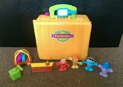 The furchester hotel playset with Elmo, Funellla, Phoebe.. sesame street